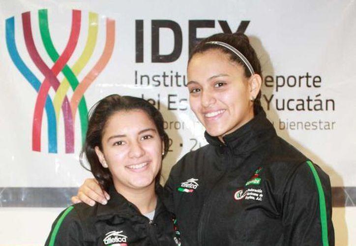 La esgrimista yucateca Aleksandra Echeverría Cabrera (izq), en la modalidad de sable, confirmó su asistencia a dos Copas del Mundo. (Milenio Novedades)