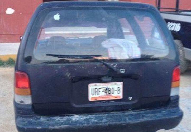 Los policías encontraron en el vehículo de uno de los detenidos los artículos denunciados como robados en el cenote.  (Redacción/SIPSE)
