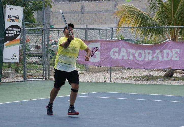 Carlos Trespalacios vino de menos a más para sacar una victoria ante Salvatore Carvallido. (Raúl Caballero/SIPSE)