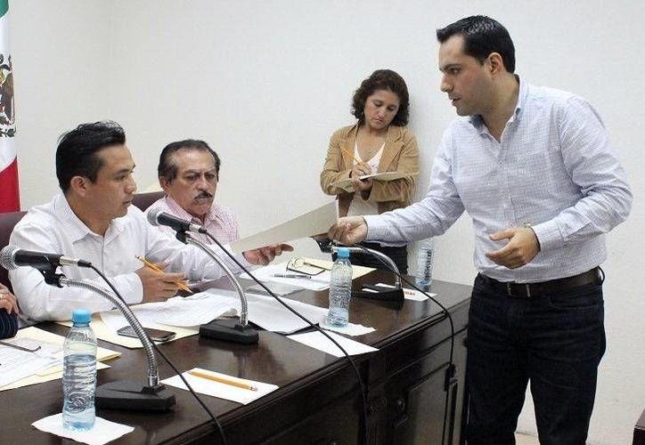 El diputado Mauricio Vila destacó que uno de los principales problemas en el transporte público es el mal trato de los choferes hacia los pasajeros. (SIPSE)