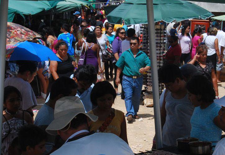 Durante la semana se instalan mercados rodantes en diferentes puntos. (Sajhid Domínguez/SIPSE)