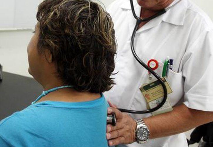Recomiendan acudir al médico a los primeros síntomas de enfermedades respiratorias. (Milenio Novedades)