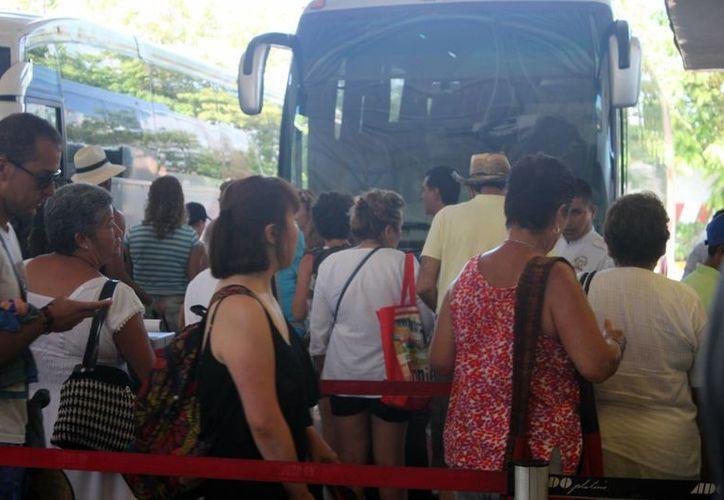Las rutas de transporte que tienen destinos en el interior de la República tuvieron poca cantidad de usuarios, mientras que aquellas que van al interior del Estado tuvieron un ligero aumento. (Igor Cabrera/SIPSE)