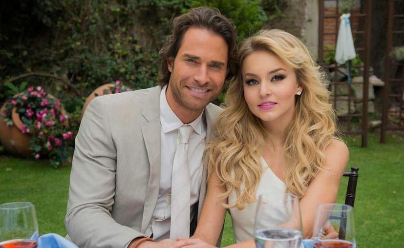 Sebastián Rulli y Angelique Boyer durante una escena de la telenovela Lo que la vida me robó. (Televisa)