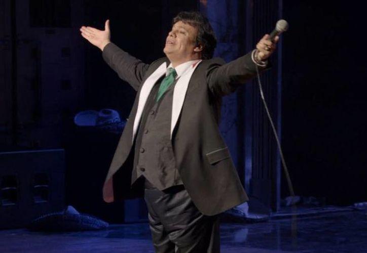 Juan Gabriel, cuyo verdadero nombre es Alberto Aguilera, fue hospitalizado el 14 de abril tras ofrecer un concierto de tres horas en Las Vegas. (facebook.com/JuanGabrielMusica)