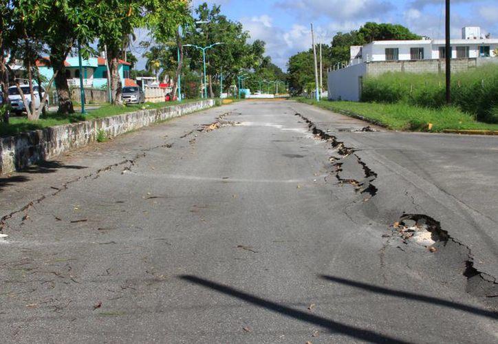 Las vialidades tanto de las ciudades, como de las comunidades rurales resultaron afectadas. (Ángel Castilla/SIPSE)