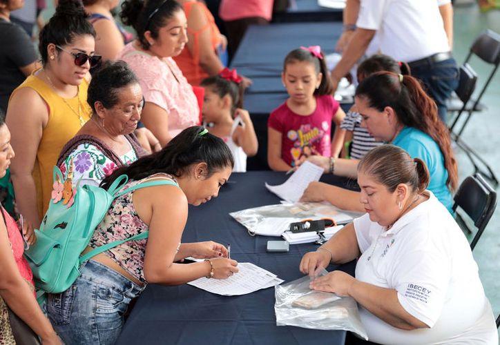 En los próximos días continuarán las entregas en diferentes demarcaciones del estado, hasta alcanzar a más de 26 mil beneficiarios.(Foto: Novedades Yucatán)