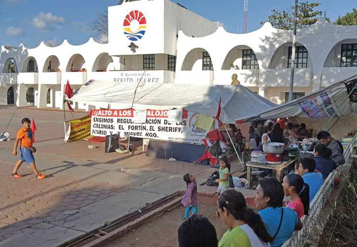 Los colonos siguen en el campamento de la explanada de Plaza la Reforma. (Jesús Tijerina/SIPSE)