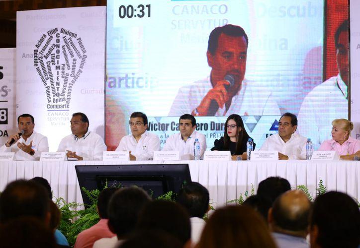 En el foro, los empresarios sugirieron que en los días que quedan de campaña los candidatos prioricen las propuestas. (Fotos: Jorge Acosta/ Milenio Novedades)