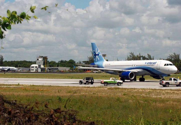 Las promociones y el bajo costo del boleto han permitido a la empresa Interjet aumentar las frecuencia aéreas. (Redacción/SIPSE)