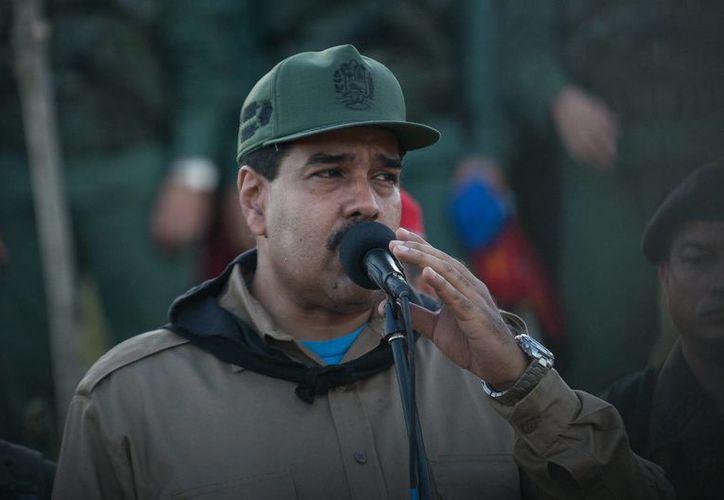Maduro busca que se controle 'todo lo que se importa y lo que se exporte'. (EFE)