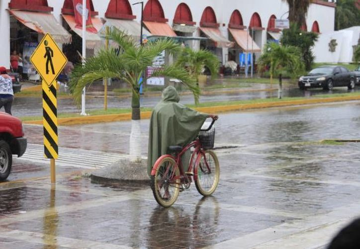 Una tormenta mañanera se registró ayer en la capital del Estado, como resultado del paso de la onda tropical 26 y la llegada de la 27. (Redacción/SIPSE)