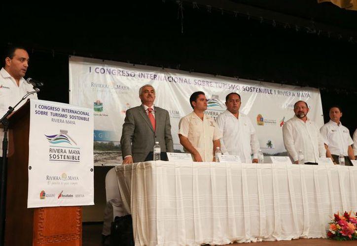 El gobernador Roberto Borge Angulo, durante su participación en el Congreso Internacional sobre Turismo Sostenible. (Cortesía/SIPSE)