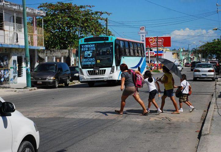 El seguro escolar beneficia a 301 mil 324 alumnos de las escuelas públicas de educación básica en los niveles, inicial, especial, preescolar, primaria y secundaria. (Tomás Álvarez/SIPSE)