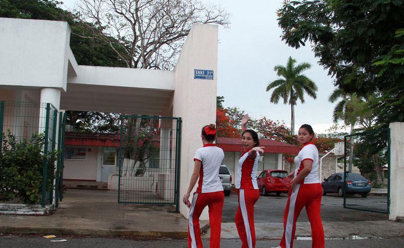 Estudiantes de la escuela Normal Preescolar están  inconformes con la decisión de la Dirección de cambiar de turno a alumnas de dos semestres. (Jorge Acosta/SIPSE)