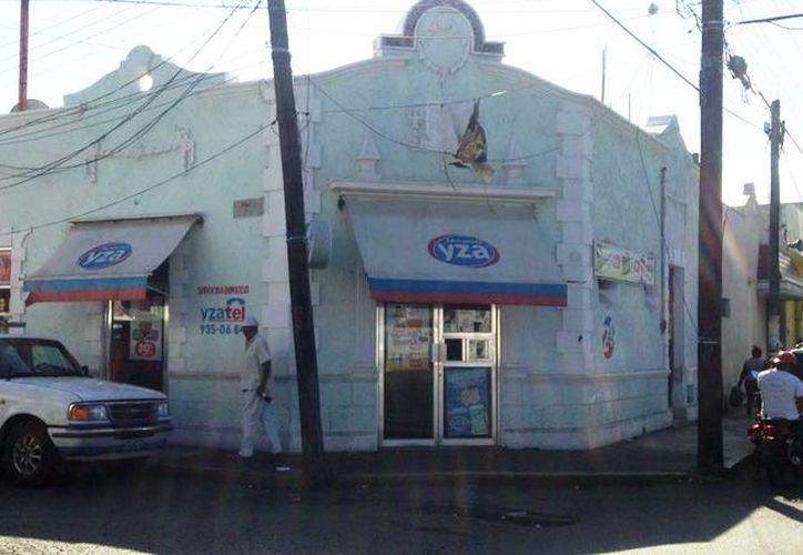 La empleada de la farmacia fue encerrada en el baño del lugar, mientras el supuesto ladrón se llevó el dinero en efectivo. (Gerardo Keb/Milenio Novedades)