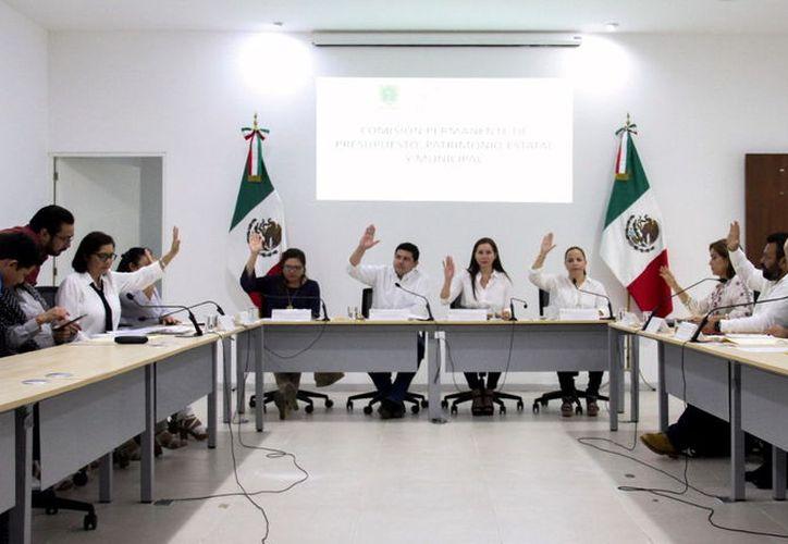 Los integrantes de la Comisión de Presupuesto también aprobaron iniciativas de Tixkokob y Progreso. (Novedades Yucatán)