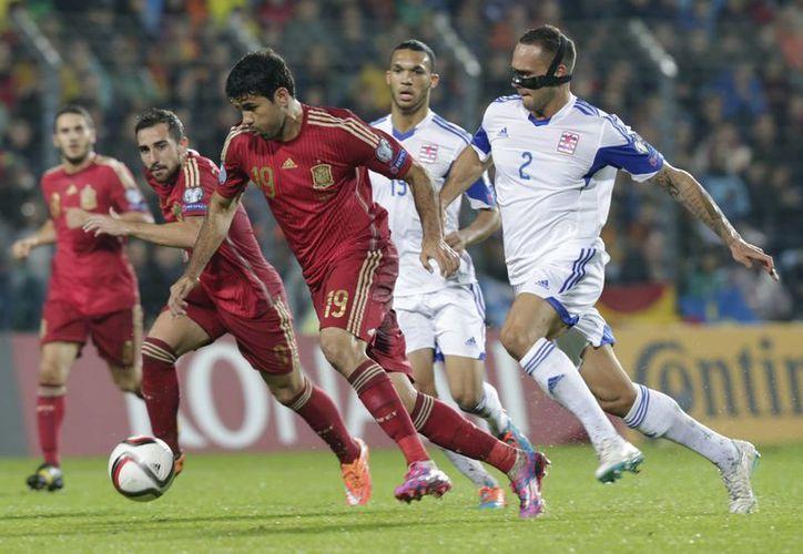 Diego Costa llevaba siete partidos sin anotar desde que debutó con la Selección de España, pero cortó esa racha ante Luxemburgo. (Foto: AP)