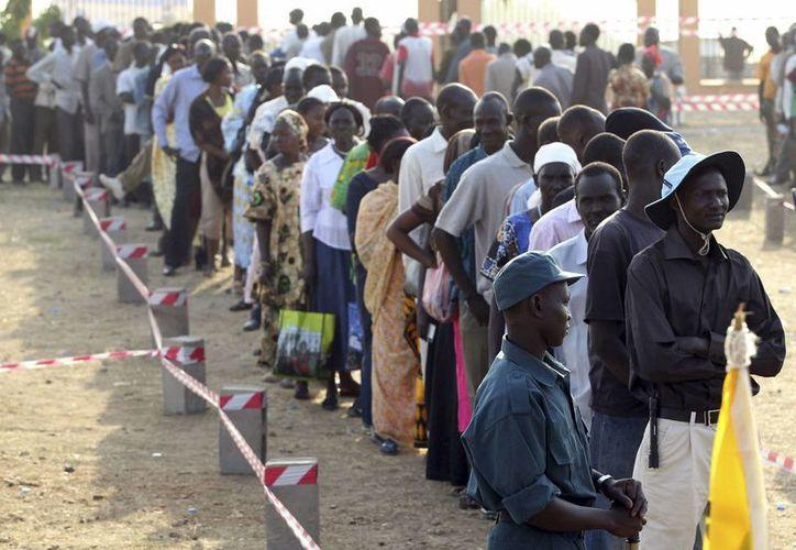 Los sudaneses han sufrido ataques de los rebeldes que los obligan a salir de su país. (EFE)