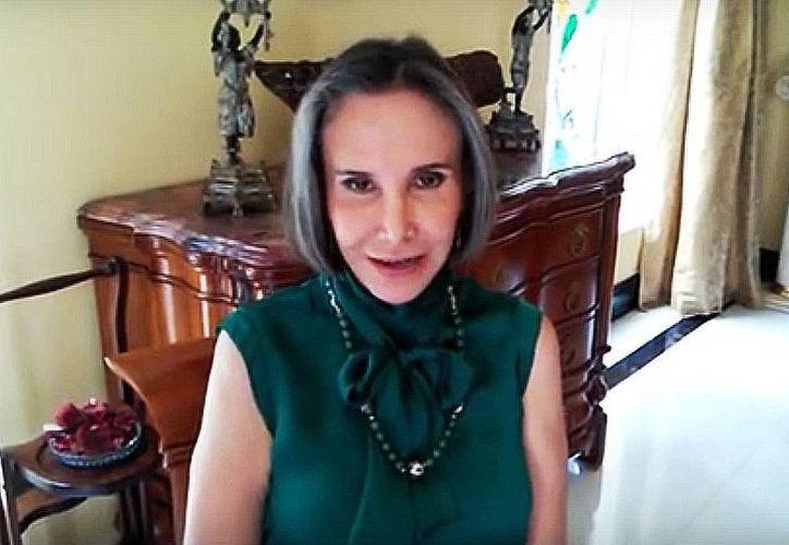 Florinda Meza detalló en un video cómo se siente tras la muerte de su esposo Roberto Gómez Bolaños. (YouTube/Florinda Meza)