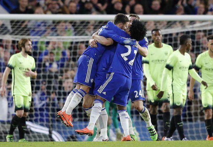 La actuación del belga Eden Hazard dio de qué hablar en el encuentro entre el Chelsea y el Manchester City. (AP)
