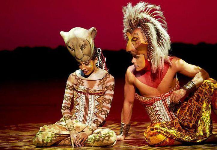 Carlos Rivera dice que está feliz de poder interpretar a Simba, del musical 'El Rey León' en México después de haberlo hecho en España. (us.azteca.com)