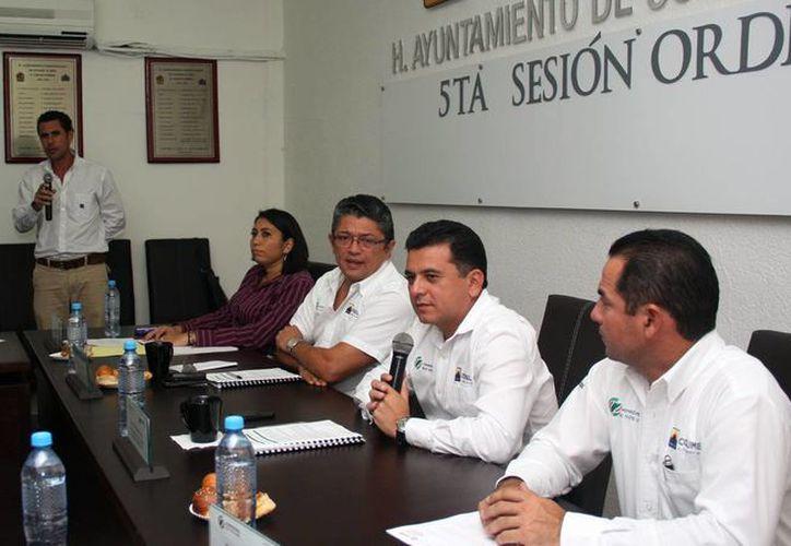 El presidente municipal encabezó la Quinta Sesión Ordinaria de Cabildo. (Cortesía/SIPSE)