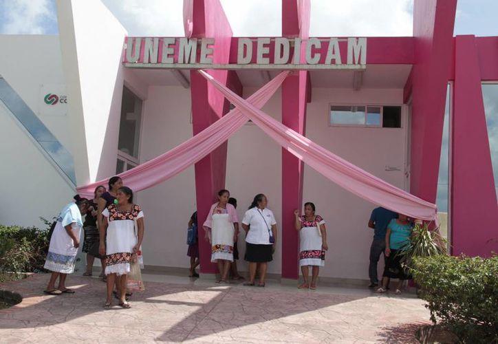 La Unidad de Especialidades Médicas-Detección y Diagnóstico de Cáncer de Mama (UnemeDedicam) Cancún espera cumplir con la meta de mastografías. (Tomás Álvarez/SIPSE)