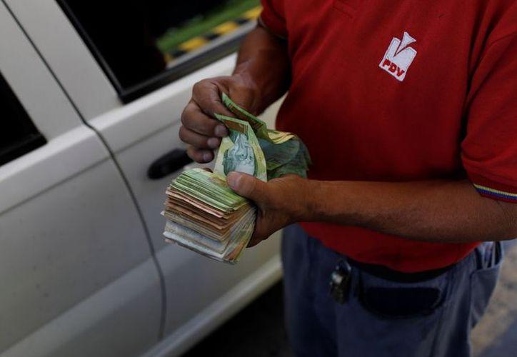 Las cuentas, precios, salarios y jubilaciones se adaptarán a la nueva denominación monetaria. (Reuters)