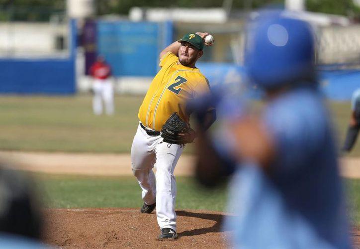 El lanzador de Zorros, Salvador Arellano, se sostuvo un par de entradas en el Juego de Estrellas en Mérida.  (Milenio Novedades)