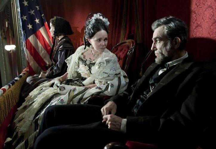 Lincoln es uno de los filmes favoritos a llevarse los premios Oscar principales. (Agencias)