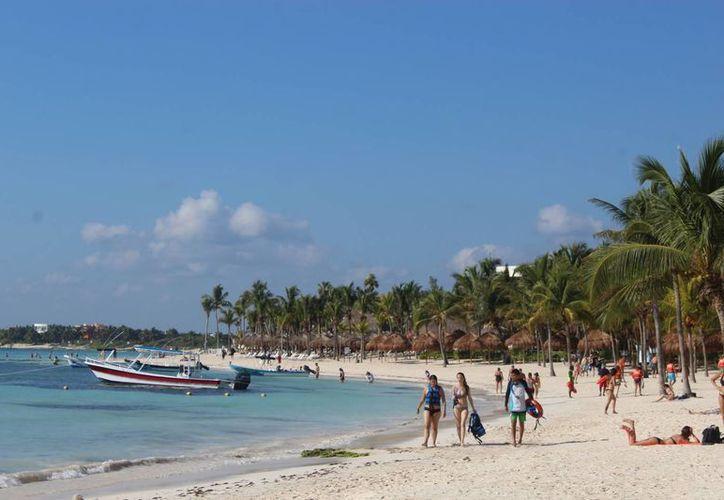 La playa principal contó con una gran cantidad de turismo. (Sara Cauich/SIPSE)