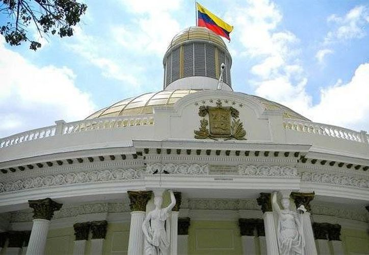 El presidente de la Asamblea Nacional, diputado Julio Borges, le restó importancia al anuncio de la directora del CNE. Imagen del Parlamento donde iniciará el próximo miércoles las reuniones de la 'Consulta nacional del país que queremos'. (@JulioBorges)
