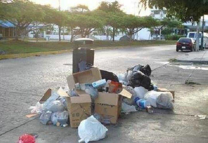 Algunos ciudadanos han optado por pagarle a particulares para deshacerse de la basura. (Facebook/Jin Mac N)