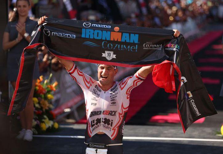 Michael Weiss dominó la competencia con un tiempo de siete horas 58 minutos y 34 segundos. (Gustavo Villegas/SIPSE)