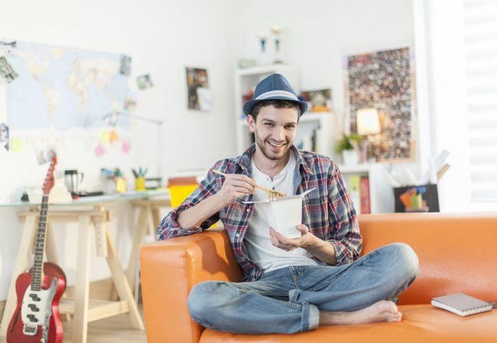 Las personas que viven solas generalmente son menos propensas a tener sobrepeso, según un estudio. (Makía Latinoamérica)