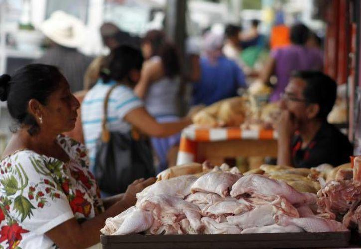 Esperan que las autoridades definan como apoyarán a las decenas de comerciantes que se encuentran a punto de cerrar sus negocios. (Ernesto Neveu/SIPSE)