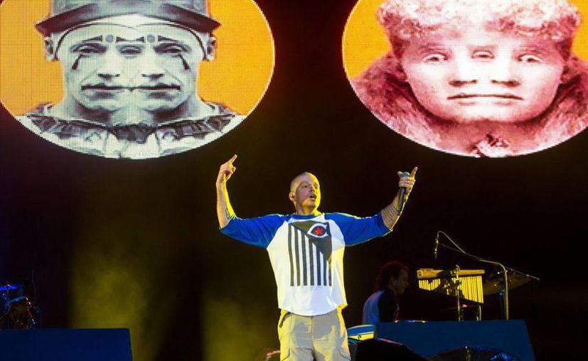 """El incidente ocurrió mientras Calle 13 interpretaba el tema """"El aguante"""", durante su intervención en el Vive Latino. (Notimex)"""