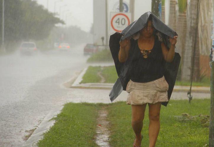 La fuerte entrada de aire marítimo causó lluvias ayer. (Juan Albornoz/SIPSE)