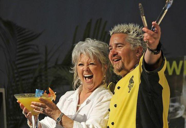 El chef estadounidense Guy Fieri y su colega Paula Deen. (Archivo/EFE)