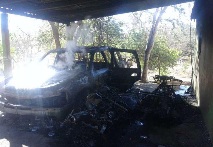 Los sicarios incendiaros las propiedad de una familia. (El Debate)