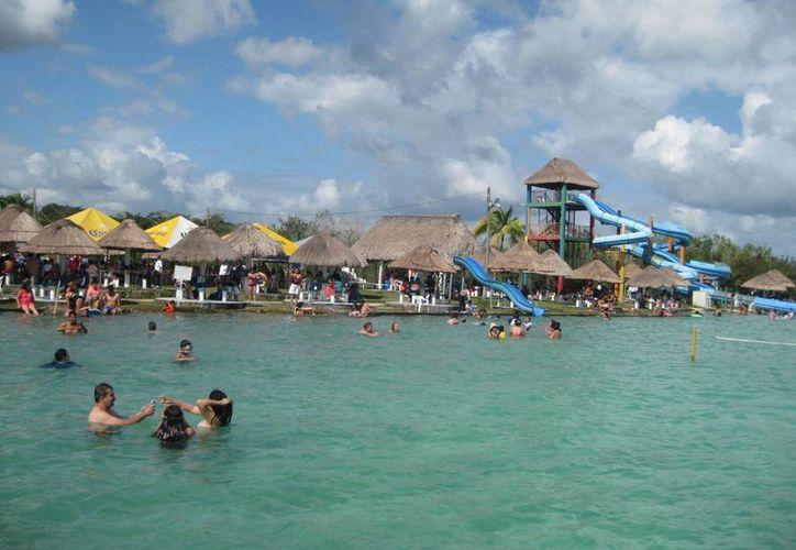 Los balnearios fueron visitados por turistas provenientes de estados como Campeche, Querétaro y Veracruz. (Javier Ortiz/SIPSE)