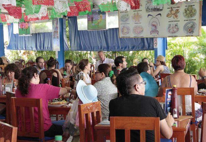 Los restaurantes registran un gran número de comensales. (Tomás Álvarez/SIPSE)