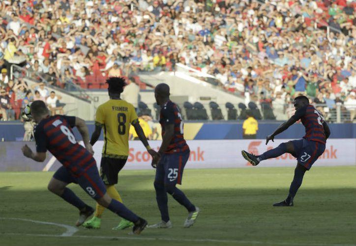 Altidore anotó un golazo al mandar un potente tiro con la derecha al ángulo de la portería de Jamaica. (Récord)