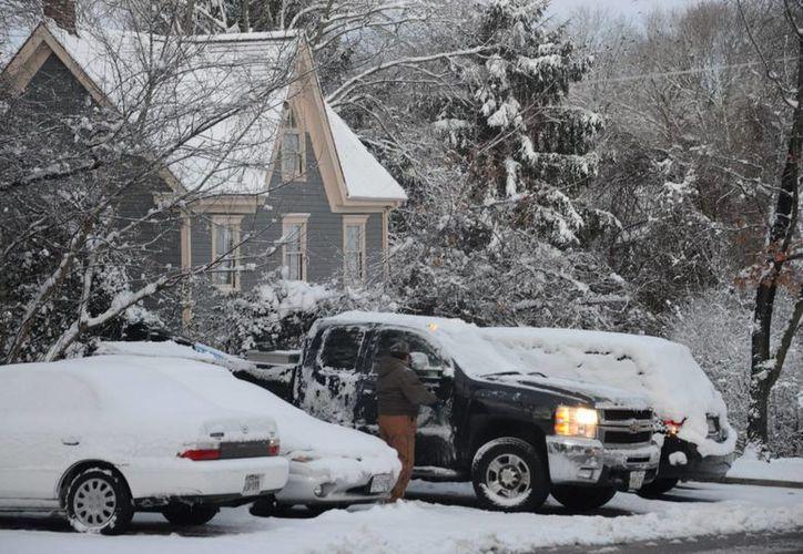 Las autoridades prevén acumulación de hasta 15 centímetros de nieve en algunos estados. (Notimex)