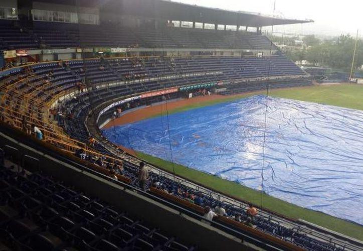 La lluvia ha afectado seriamente la programación de algunos partidos de la Liga Mexicana, como los de Leones vs Acereros. (Milenio Novedades)