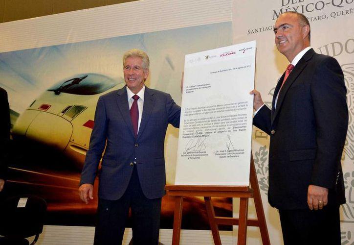 El titular de la Secretaría de Comunicaciones y Transportes (SCT), Gerardo Ruiz Esparza, durante la presentación de las bases de licitación del tren rápido México-Querétaro. (Foto de archvo de Notimex)