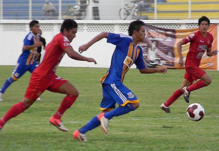 Con goles de Emiliano Gómez, Oscar Rubio y Hugo Navarro, Pioneros de Cancún se echo a la bolsa cuatro puntos. (Ángel Mazariego/SIPSE)