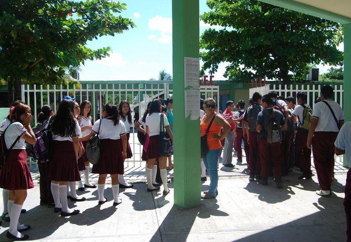 La Secundaria Técnica número 11 recibió a los docentes comisionados. (Tomás Álvarez/SIPSE)