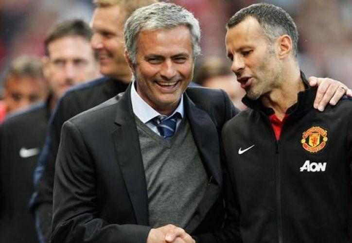 El entrenador del Chelsea José Mourinho fue despedido la semana pasada por el Chelsea, sin embargo, no tardaría mucho tiempo desempleado ya que su nombre suena fuerte para dirigir al Manchester United. (eurosport.fr)